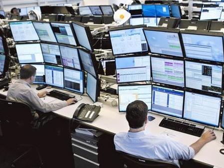 Stocks Drift Lower As Rate Cut Bets Slide On Hawkish Fed