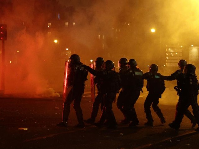 French riot police use teargas on protesters as strike, demonstrations continue