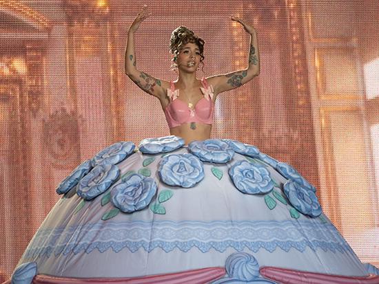 "Melanie Martinez Performs ""Strawberry Shortcake"" On 'Kimmel'"