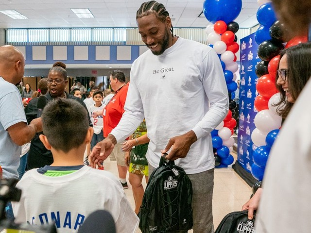 Kawhi Leonard, Clippers donate 1 million backpacks to Southern California schoolchildren