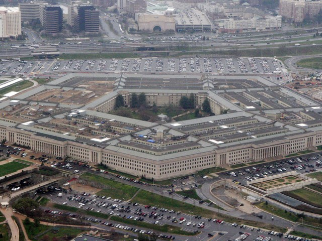 Pentagon: Transgender people can enlist in military Jan. 1