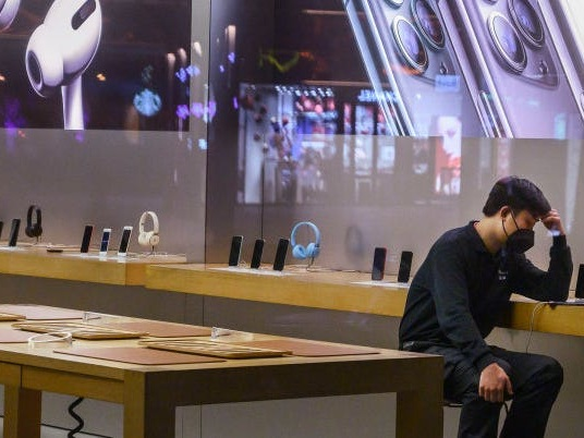 Apple is telling retail store workers to expect a limited supply of replacement iPhones for the next several weeks (AAPL)