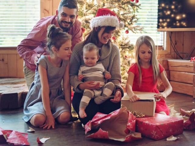 Why You Shouldn't Get a Holiday Loan, And How Else to Manage Your Money This Season