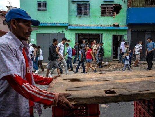 Venezuela food shortages prompt wave of looting