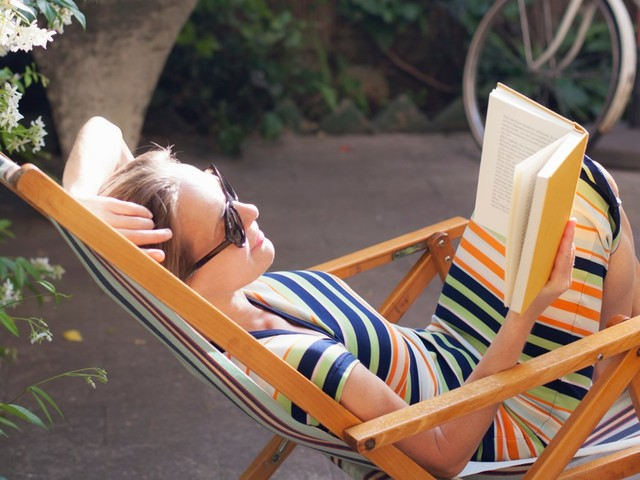 How to retire early so you can work, travel, and relax on your own schedule