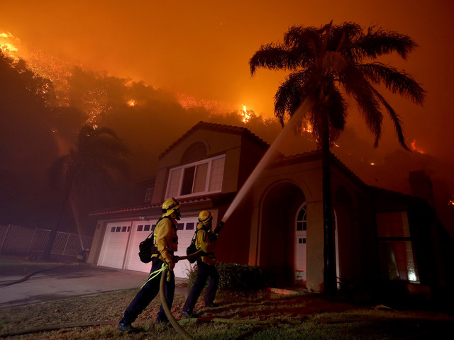 Frantic evacuations in Corona as blaze grows to 1,500 acres: 'At least we know we're going to be alive'