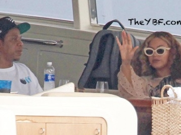 LAVISH LUNCH! Jay Z Takes Tour Break To Yacht In Miami With Beyonce & Blue Ivy + New Flicks Of Sir & Rumi Carter