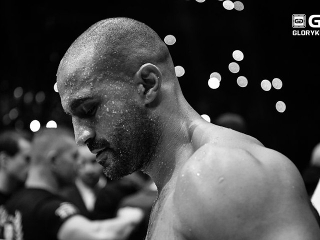 Badr Hari signs with Glory; kickboxing legend will return at Glory 51 in March