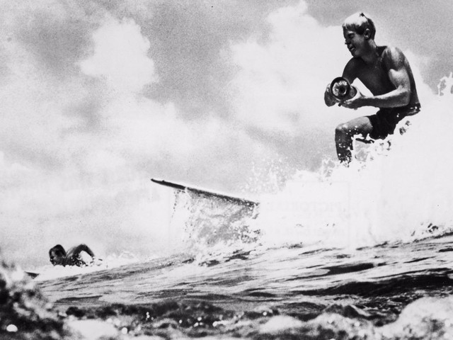 Bruce Brown, who turned surfing into a cultural phenomenon with 'The Endless Summer,' dies at 80