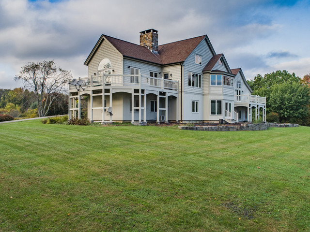 Literary agent selling massive Connecticut estate for $1.25M