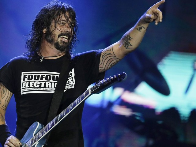 Foo Fighters' vaccinated-only show draws protesters, Ricky Schroder