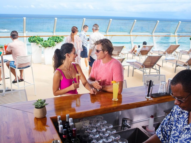 Video: Why you NEVER want to buy a drink package on a Royal Caribbean ship