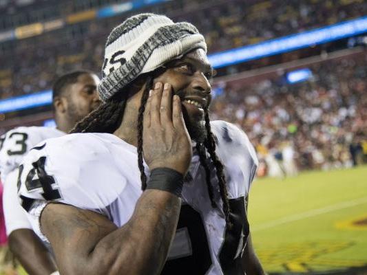 Donald Trump calls on NFL to suspend Oakland Raiders' Marshawn Lynch