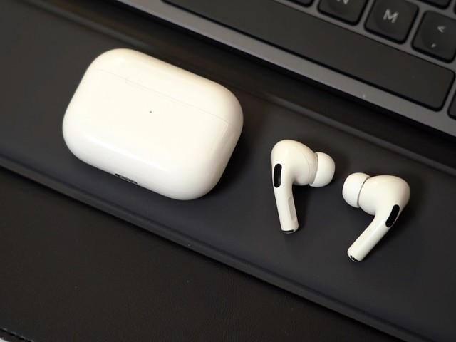 Top Stories: AirPods Pro Firmware Changes, Mystery MacBook Filing, 5G iPad Pro?
