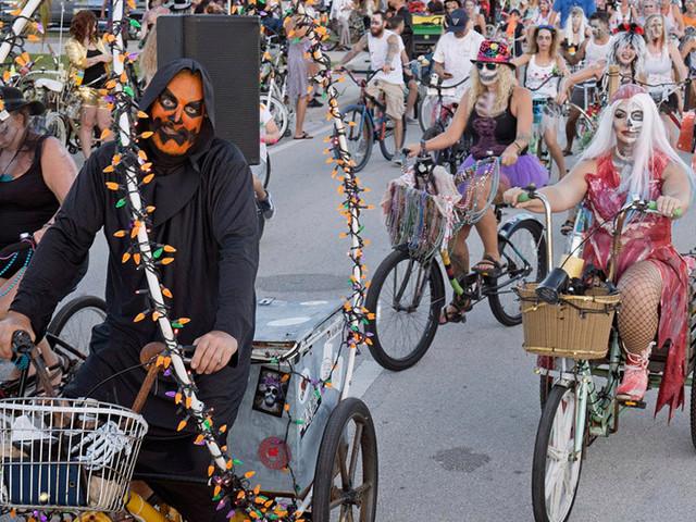 Thousands Of 'Zombies' Roam Key West Streets & Shore