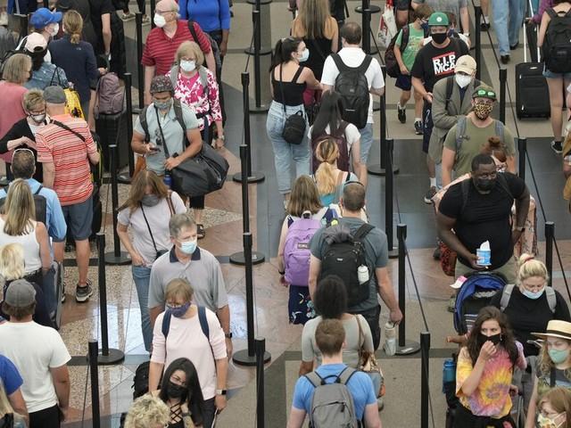 Summer travelers crowd U.S. airports despite coronavirus concerns