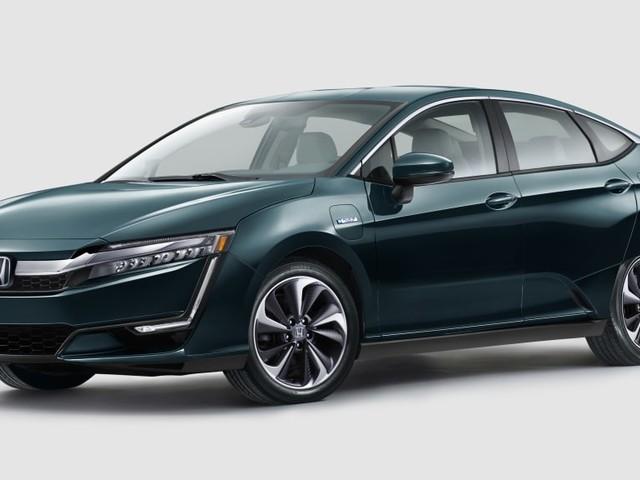 2018 Honda Clarity Plug-In Hybrid's 47-Mile Range Bests Rivals