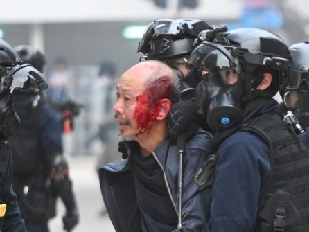 Hong Kong Protest Attracts 150,000 Before Police Violently Crack Down