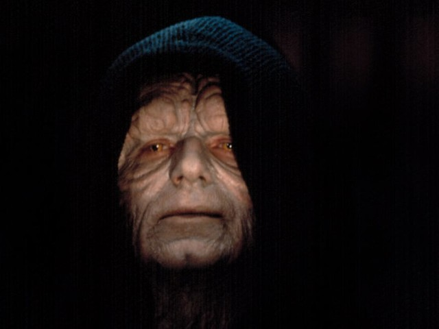 How Could Palpatine Return to Star Wars? Snoke Could Be the Answer