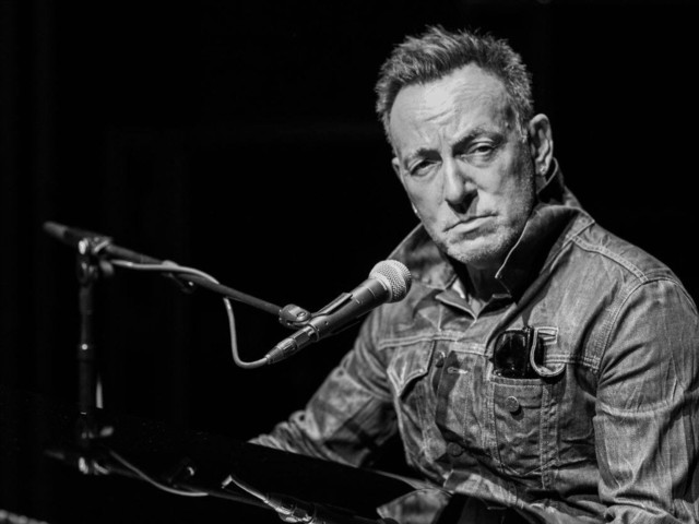 Bruce Springsteen's 'Springsteen On Broadway' Coming To Netflix