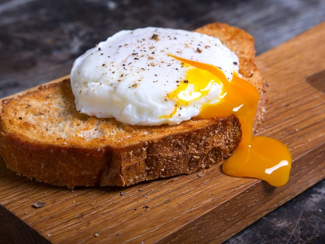 How To Easily Make Microwaved Poached Eggs Without Using Any Special Tools