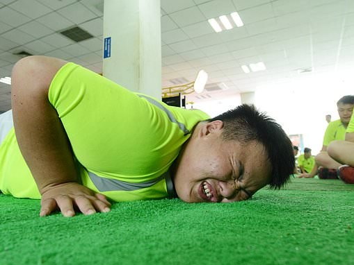 Chinese pupils must do 500 push-ups if they are late for class