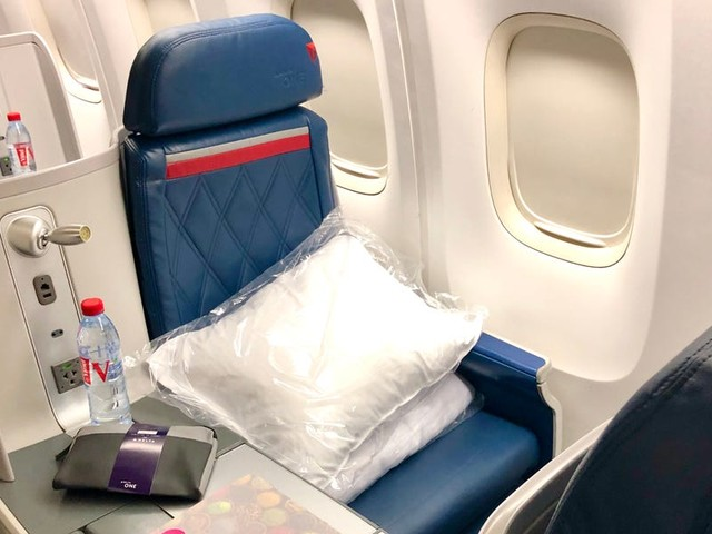 I flew Delta's reviled 767 business class seat from Europe to New York. Here's what it was actually like. (DAL)