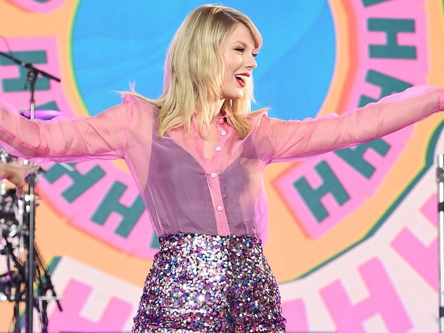 Taylor Swift Celebrates Lover Eve With a Showstopping GMA Performance in Central Park