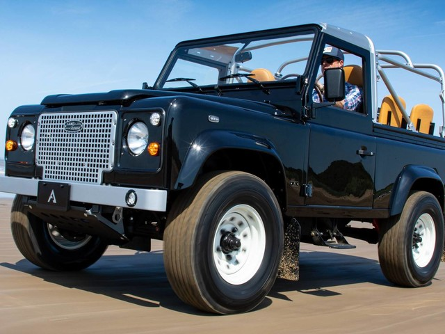 "1989 Land Rover Defender 90 ""So-Cal"" Restomod Is How Someone Spent $170,000"