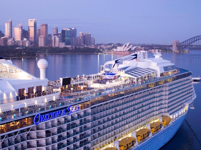 Australia extends its ban on cruise ships until December