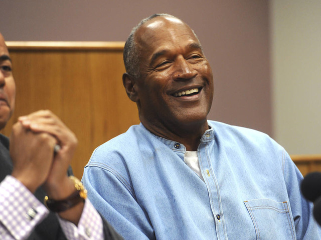 O.J. Simpson golfing a lot, will stay in Las Vegas, lawyer says