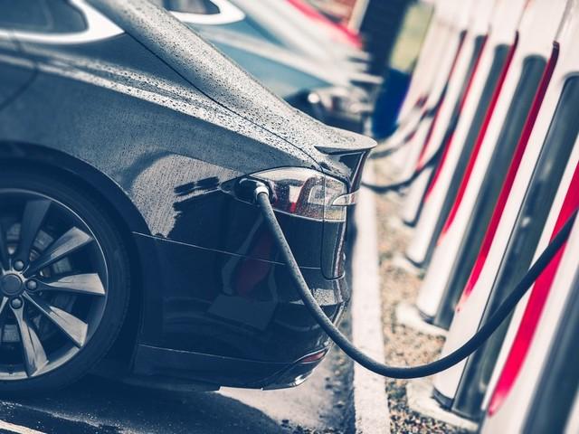 Gas War: Tesla Asks U.S. to Increase Fuel Economy Fines
