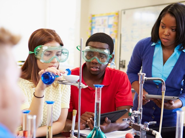 What's the Difference: Dual Enrollment vs. AP Classes?
