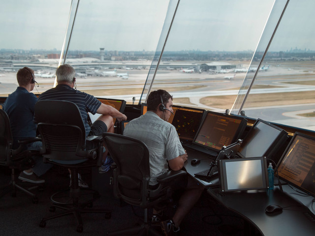 'Turn left at that cloud' — How pilots do (and don't) navigate