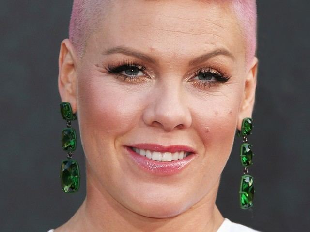 Pink Just Buried Her Rumored Feud With Christina Aguilera