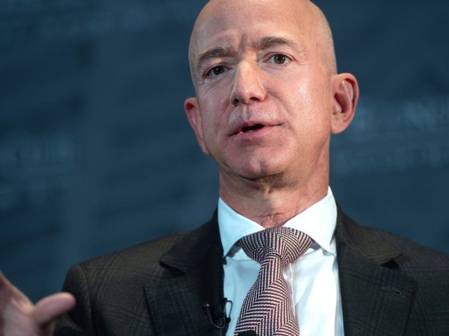 Bezos to meet with federal prosecutors on extortion and hacking claims