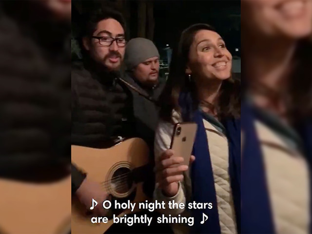 Tulsi Gabbard went caroling in New Hampshire on Christmas