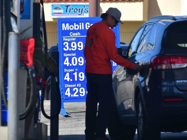 L.A. gas prices reach $4 a gallon for the first time in four years