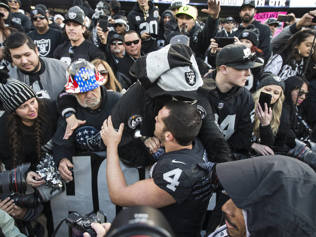 Gruden, Carr surprised when clock stopped after Carr's slide