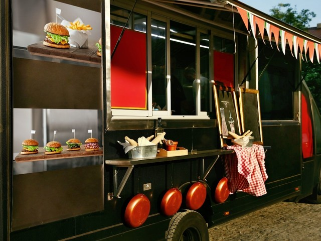 A Guide To Launching a Successful Food Truck Business