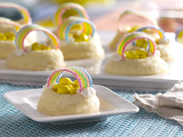 Celebrate St. Patrick's Day with these pot o'gold cookies