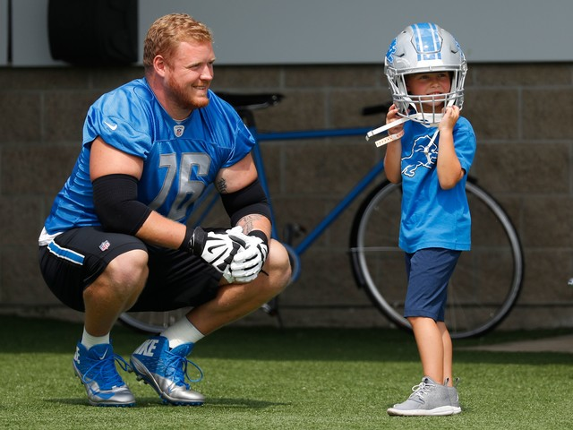 Detroit Lions' T.J. Lang plans to play on after sixth concussion of career