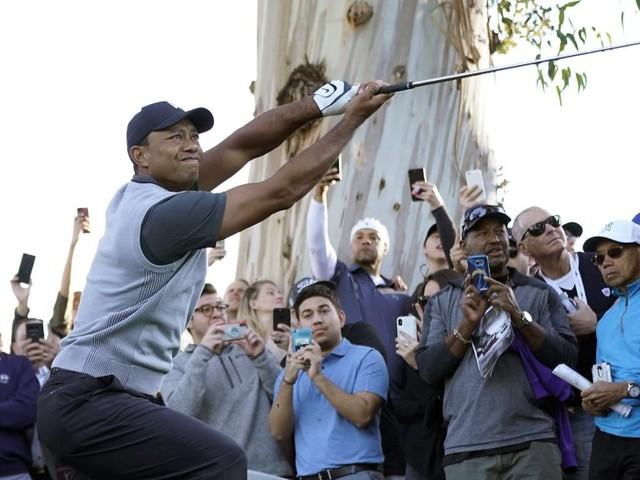 Tiger Woods shoots 1-over 72 in opening round of Genesis Open