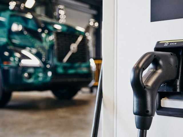 Greenlots, ChargePoint, EV Connect & FLO Expand EV Charging Through Roaming