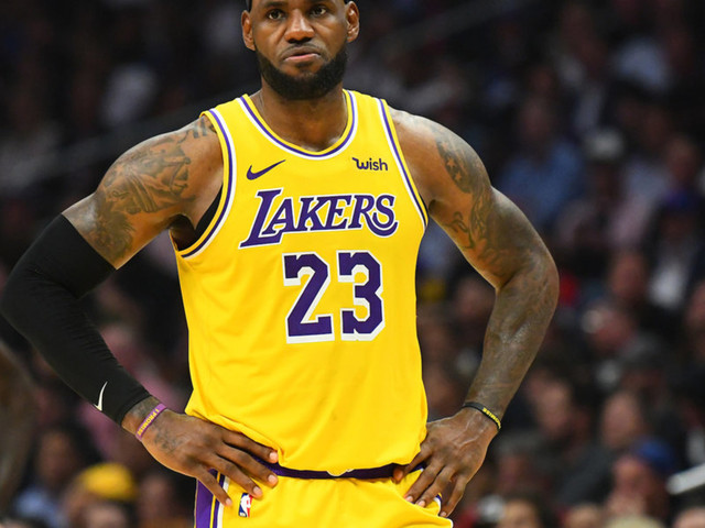 LeBron James yells and walks off court as national anthem closes before NBA game, gets instant blowback