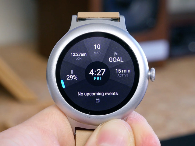 Google can roll out new Android Wear features through the Play Store