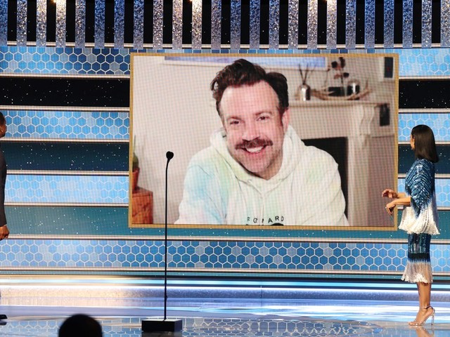 Jason Sudeikis' hoodie, Jodie Foster's pajamas and more ready-for-bed looks at the Golden Globes