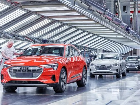 Audi Relaunches Hydrogen Program; Industry's Battery Woes Intensify