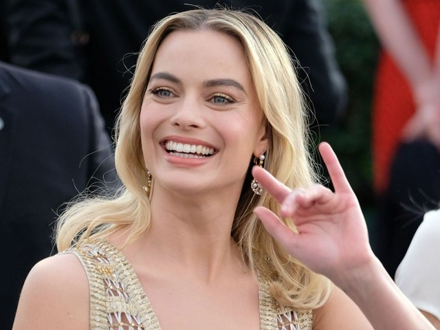Margot Robbie admits she slept next to a cardboard cut-out of this celebrity for 2 years