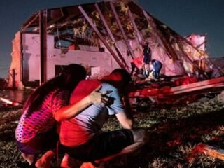 Tornado rips through Dallas; 1 dead in Arkansas amid storms